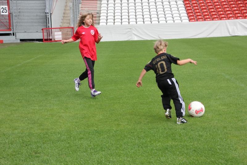 Kinder Fußballtraining Dribbling: Wechsel zwischen Spielen und Üben